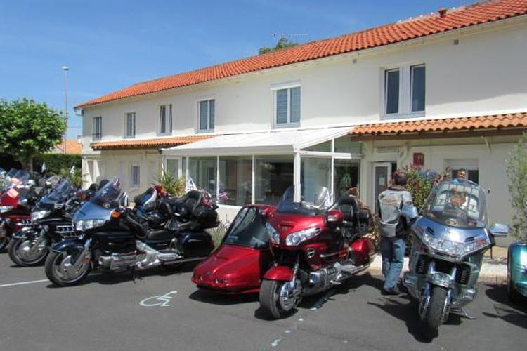 H tel les atlantes 2 pr s de royan tarifs imbattables for Hotel avec garage moto
