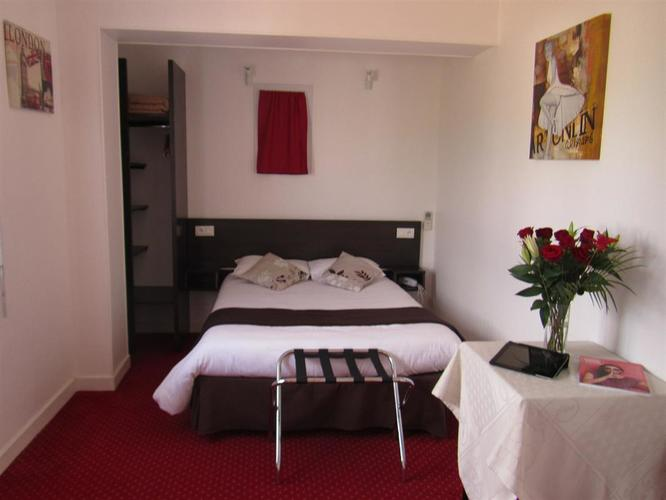 Budget rooms near Royan at Les Atlantes hotel