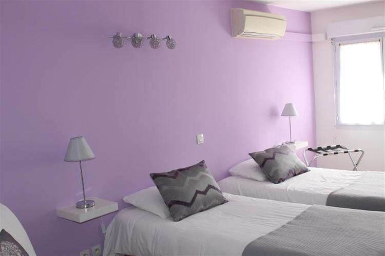 Chambres de 1 4 personnes h tel 2 royan chambre lits for Chambres hote royan